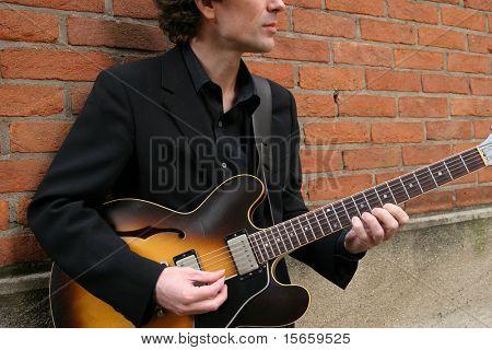 hombre y Guitarra