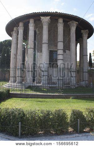 Rome tempio di vesta with Its gardens