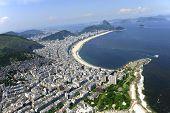 Постер, плакат: Аэрофотоснимок пляжа Копакабана и Ипанема в Рио де Жанейро Бразилия