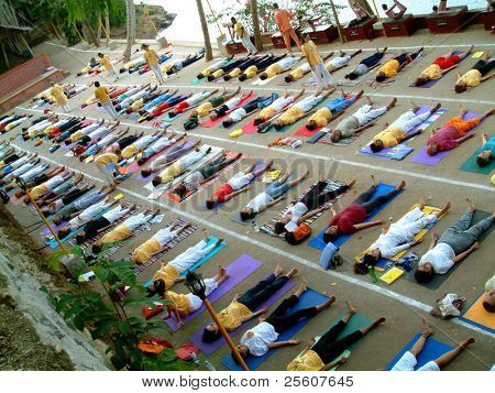 over crowded yoga class, neyyar dam, india