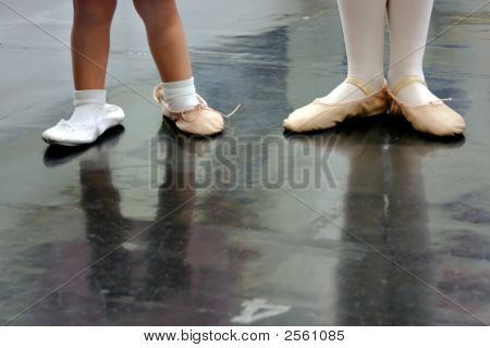 Two sisters in dance class - the
