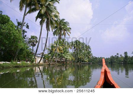 viaje a través de los remansos de Kerala