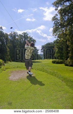 Jovem jogador de golfe