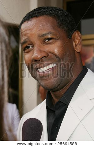 LOS ANGELES - APRIL 18: Denzel Washington at the 'Man On Fire' premiere on April 18, 2004 in Westwood, Los Angeles, California
