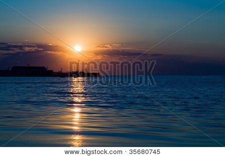 Hermosa caída en el mar