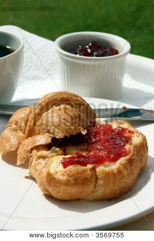 Croissant & Jam