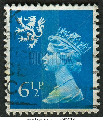 UK-CIRCA 1976: A stamp printed in UK shows image of Elizabeth II is the constitutional monarch of 16 sovereign states known as the Commonwealth realms, in Greenish Blue, circa 1976.