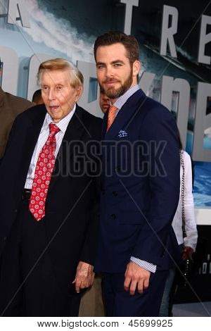 LOS ANGELES - MAY 14:  Sumner Redstone and Chris Pine arrives at the