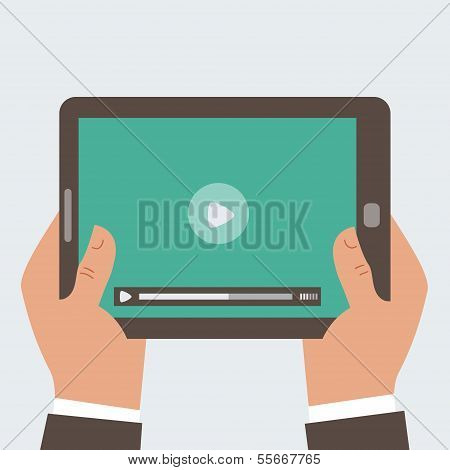Unternehmer holding Tablet PC mit video-player