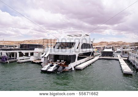 Pier For Houseboats Amd Boats In Lake Powell