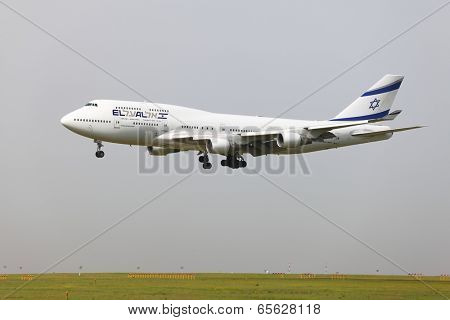 BUDAPEST, HUNGARY - APRIL 30: El Al Israel Arirlines Boeing 747 landing at Budapest Liszt Ferenc Airport, April 30th 2013. El Al is the flag carrier airline of Israel since 1948.