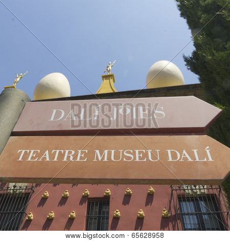 Signs Dali Museum In Figueres.