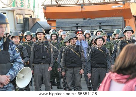 Unknown policemen on shares of Russian opposition for fair elections, Bolotnaya square