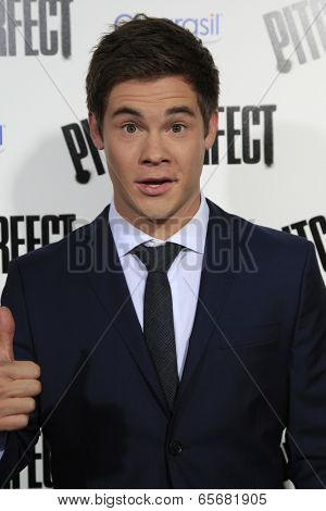 LOS ANGELES - SEP 24:  Adam DeVine arrives at the
