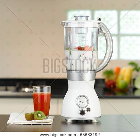 the electric blender with fruit juice