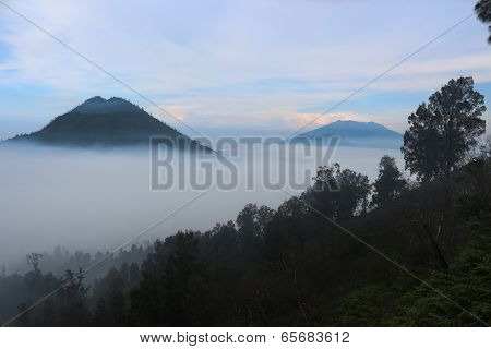 Mountain over the cloud