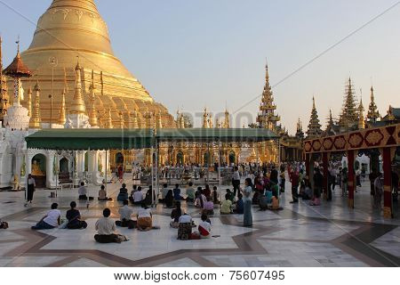 People praying at the Shwedagon Pagoda