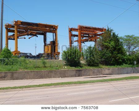 Traveling Intermodal Container Cranes