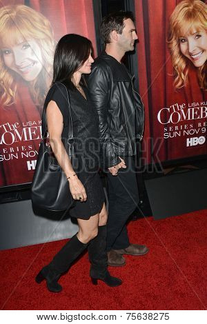 LOS ANGELES - NOV 5:  Courteney Cox, Johnny McDaid at the
