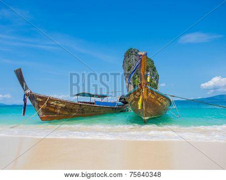 KRABI, Thailand - NOVEMBER  3, 2014 Long tailed boat Ruea Hang Yao at Poda beach  in Krabi, Thailand on NOVEMBER  3, 2014