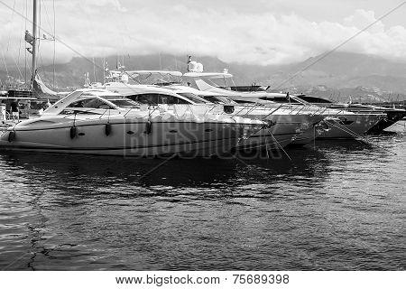 Yacht, Boat