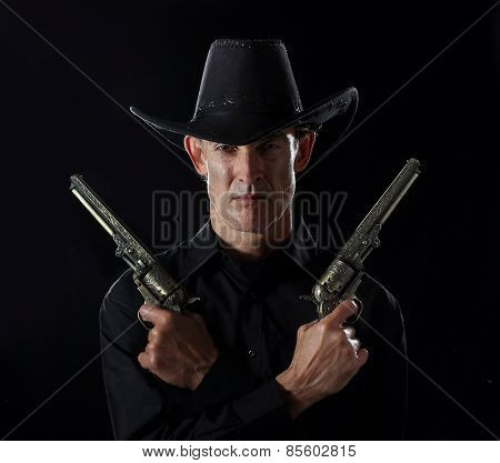 Gunslinger in black with two pistols