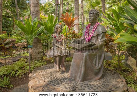 Princess and Child Statue in Waikiki