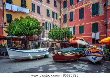italy court with tree and boat