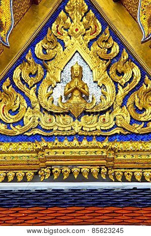 Roof  Gold    Temple   In  Buddha