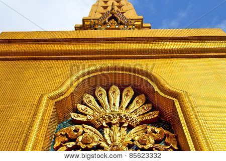 Window   In  Gold    Temple    Bangkok  Sky