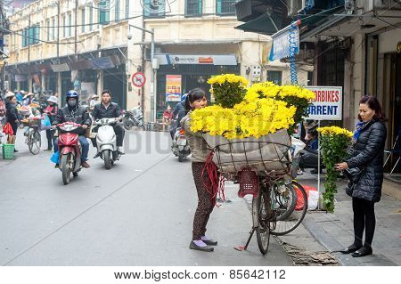Flower shop on wheels in Hanoi