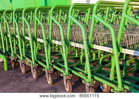 Large Empty Green Shopping Cart Leroy Merlin Store