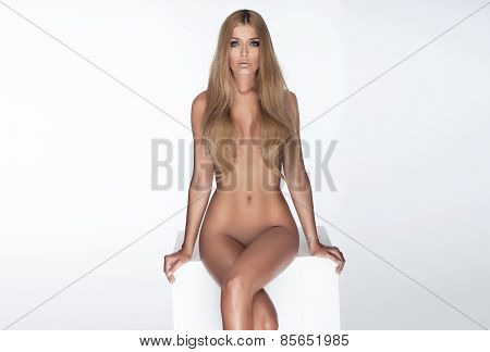 Sexy Beautiful Girl Posing Naked.