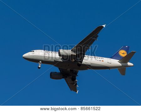Airplane Airbus A319-100