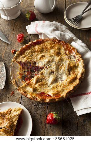Homemade Strawberry Rhubarb Pie