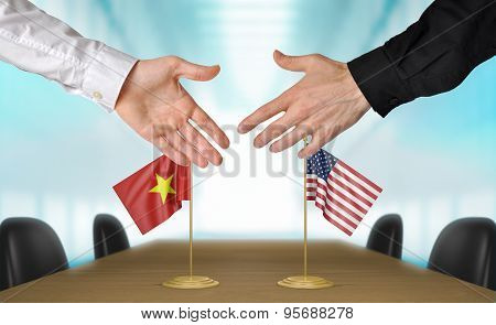Vietnam and United States diplomats agreeing on a deal