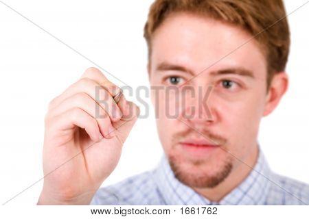 Business-Mann auf dem Bildschirm schreiben