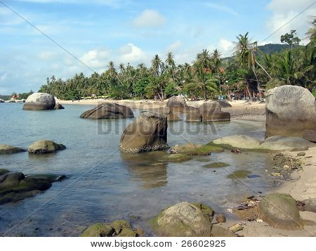 Huge boulders along the coast line of Samui island, Thailand