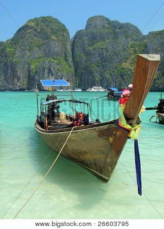 Long tail Boot in der Maya Bay von Phi Phi island