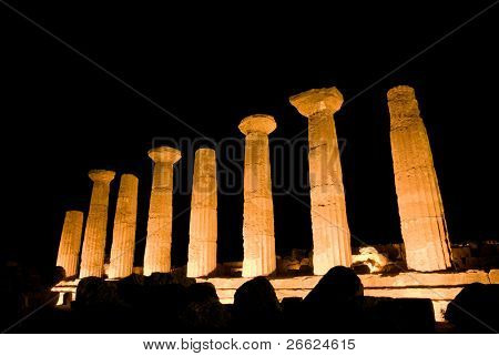 doric temple of Heracles in Agrigento (scene nocturnal)