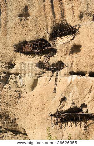 Ruinen der alten Eremitage Agios Antonios. Wenn der erste Mönch in Meteora, 985, kam lebte er in einer Zertifizierungsstelle