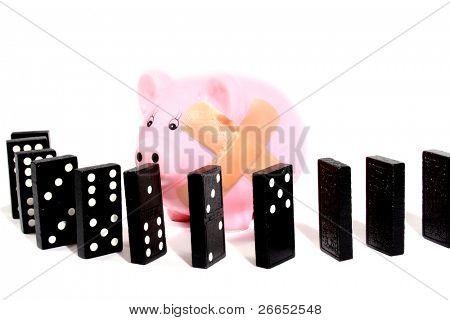 Hucha con cerca de dominó