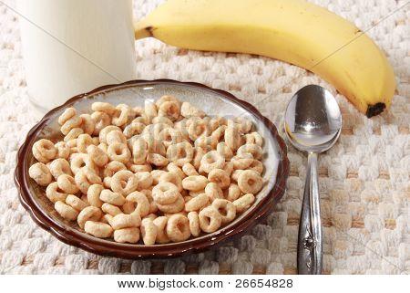 Müsli mit Milch und Banane