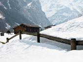 Постер, плакат: Дом в Энгельберге знаменитый швейцарский горнолыжный курорт