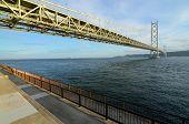 Постер, плакат: Мост Акаси Кайкё в Кобе Япония охватывающих внутреннего моря Сэто