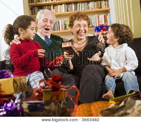 Abuelos y regalos