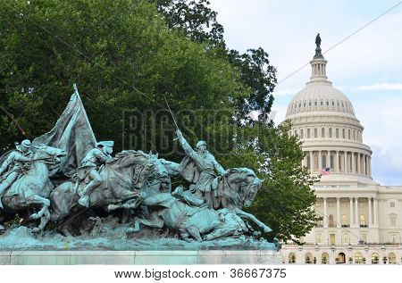 Washington DC - Civil War Memorial Statue in front o the US Capitol Building