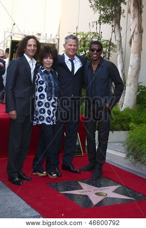LOS ANGELES-maio 31:Kenny G, Carole Bayer Sager, David Foster, Kenny Edmonds, de David Foster Hol