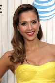 LOS ANGELES - 8 de JUN: jessica Alba llega en Choice Awards 2013 del tipo Spike en los estudios de Sony