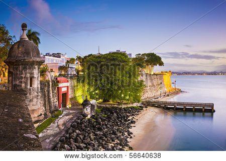 San Juan, Puerto Rico Costa no Paseo de la Princesa.